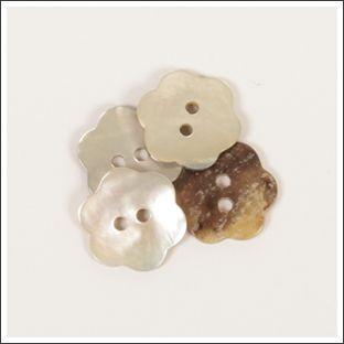 Perlmuttknopf Blume - weiß - 15mm