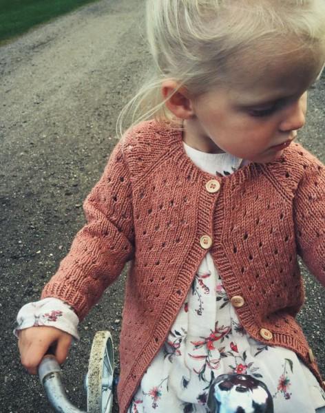 Annas Cardigan - Kinder - Garnpaket (PetiteKnit)
